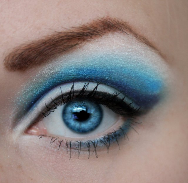 blue_eyeshadow_by_pinkpanda92-d53kjcl